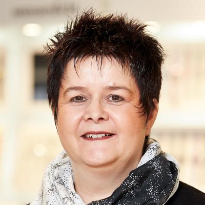 Frau Köngeter Bantel Schorndorf Abteilung Schmuck
